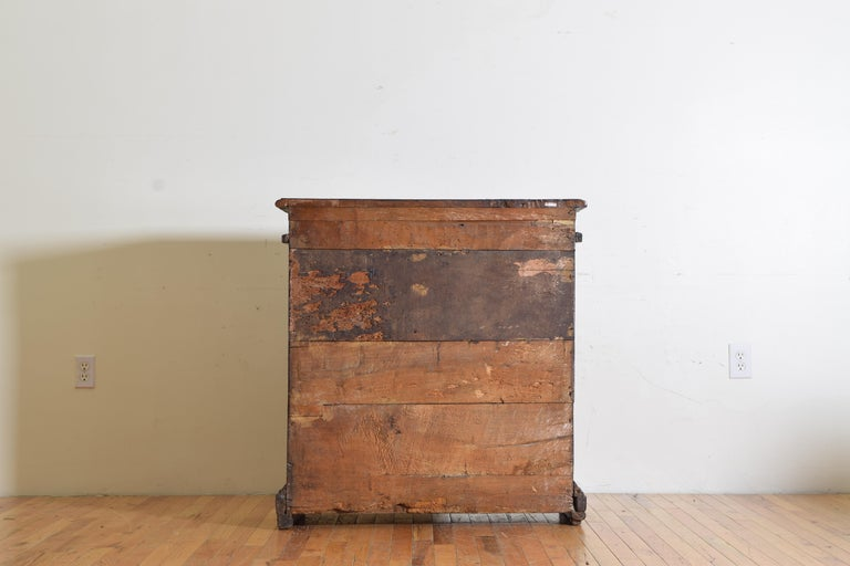 Italian Late Baroque Walnut Flip Top 2-Door Credenza/Cabinet, Early 18th Century For Sale 11