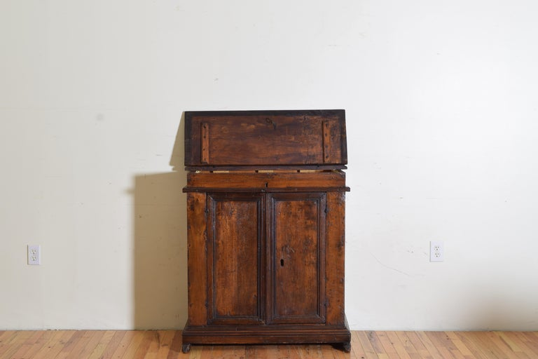 Italian Late Baroque Walnut Flip Top 2-Door Credenza/Cabinet, Early 18th Century For Sale 2