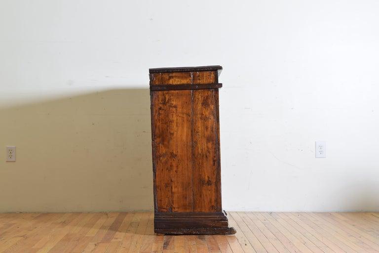 Italian Late Baroque Walnut Flip Top 2-Door Credenza/Cabinet, Early 18th Century For Sale 3