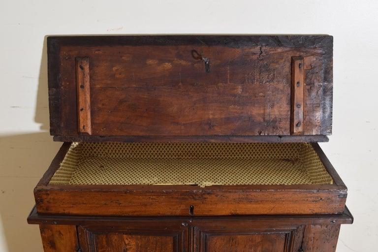 Italian Late Baroque Walnut Flip Top 2-Door Credenza/Cabinet, Early 18th Century For Sale 5