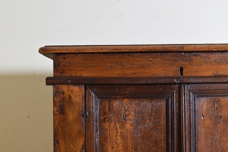 Italian Late Baroque Walnut Flip Top 2-Door Credenza/Cabinet, Early 18th Century For Sale 6