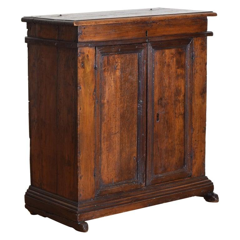 Italian Late Baroque Walnut Flip Top 2-Door Credenza/Cabinet, Early 18th Century For Sale