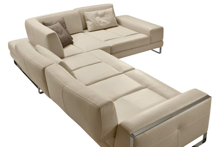 Italian Leather Sectional with Adjustable Back Cushions For Sale 1