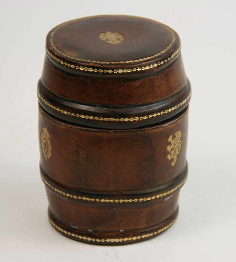 2-293 Italian round leather box can be used for storing small items od throwing dice.