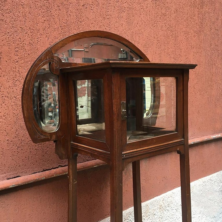 Italian Liberty Walnut Étagère with Showcase, Late 1800-Early 1900 For Sale 5