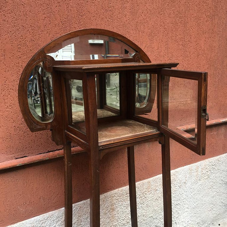 Italian Liberty Walnut Étagère with Showcase, Late 1800-Early 1900 For Sale 2