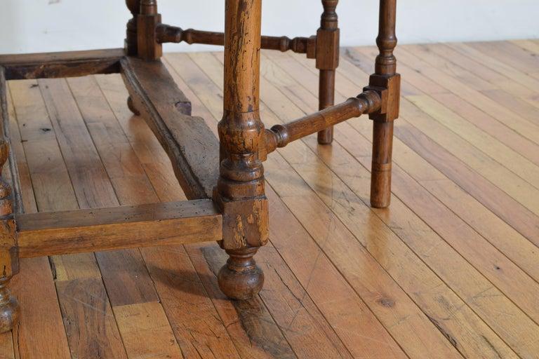 Italian Light Walnut Drop-Leaf Table, Early 18th Century For Sale 7