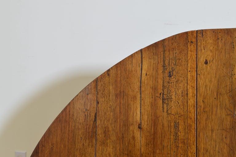 Italian Light Walnut Drop-Leaf Table, Early 18th Century For Sale 9