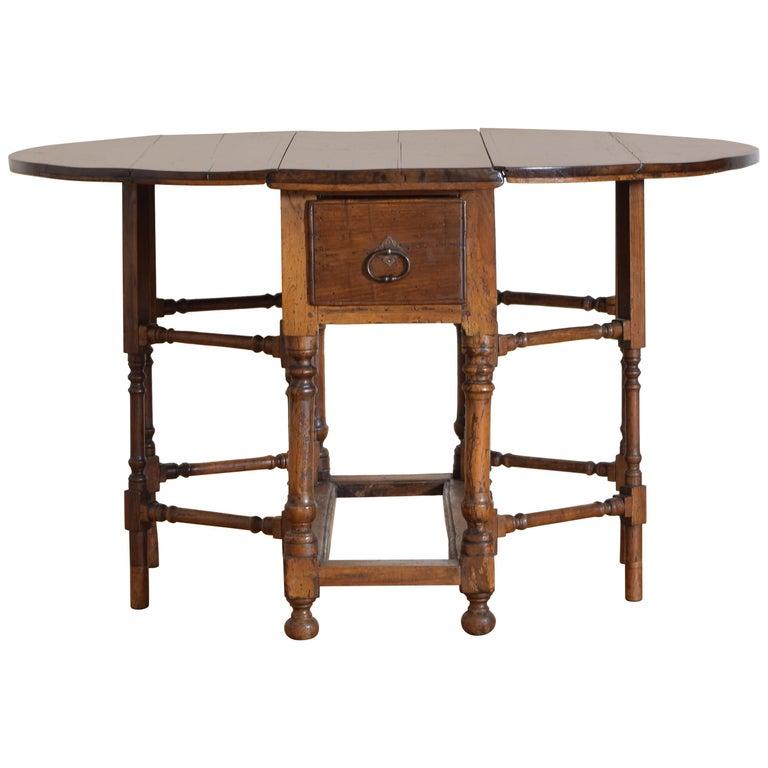 Italian Light Walnut Drop-Leaf Table, Early 18th Century For Sale