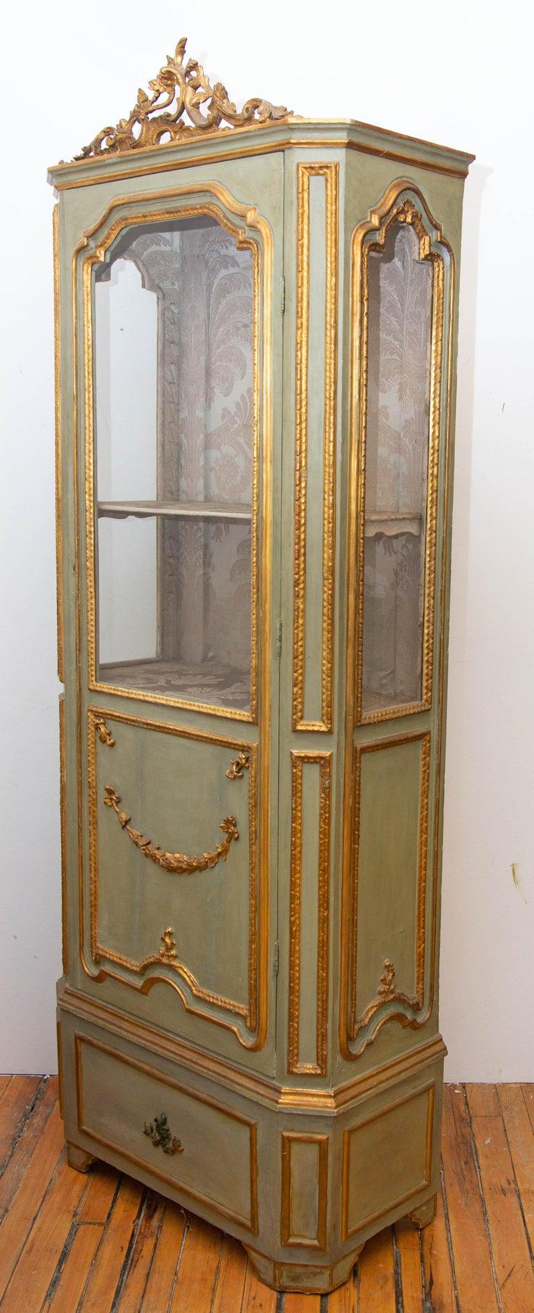 European Italian Louis XVI Painted and Parcel-Gilt Curio Cabinet For Sale