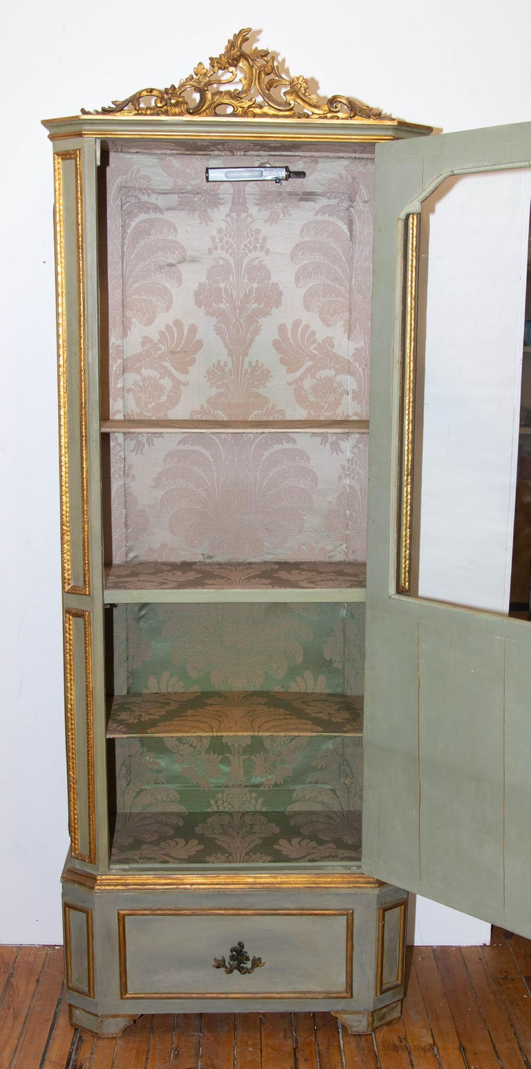 Carved Italian Louis XVI Painted and Parcel-Gilt Curio Cabinet For Sale