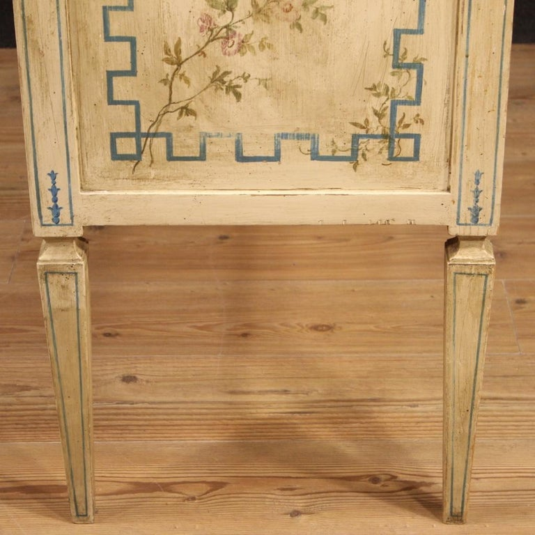 Italian Louis XVI Style Chest of Drawers in Lacquered and Painted Wood For Sale 7