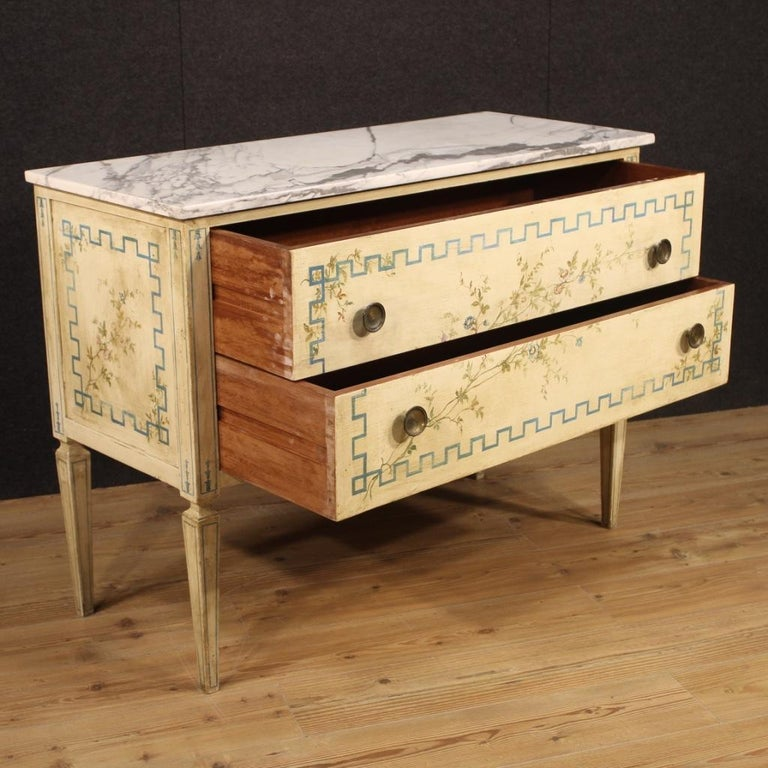 Italian Louis XVI Style Chest of Drawers in Lacquered and Painted Wood For Sale 3
