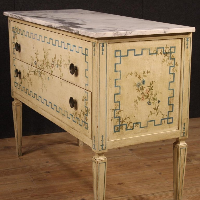 Italian Louis XVI Style Chest of Drawers in Lacquered and Painted Wood For Sale 4