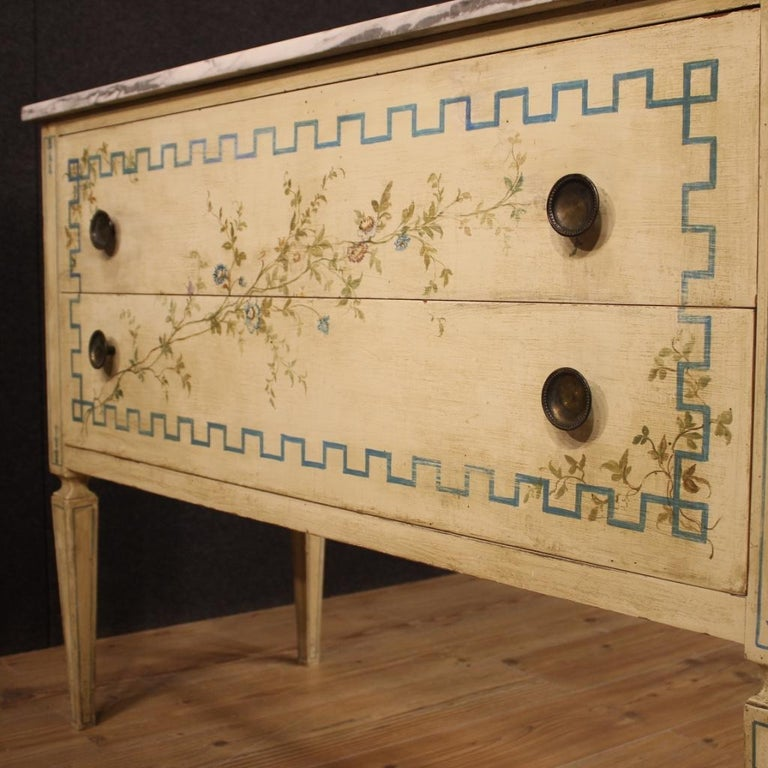 Italian Louis XVI Style Chest of Drawers in Lacquered and Painted Wood For Sale 5