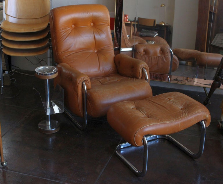 Mid-20th Century Italian Lounge Chair with the Ottoman For Sale