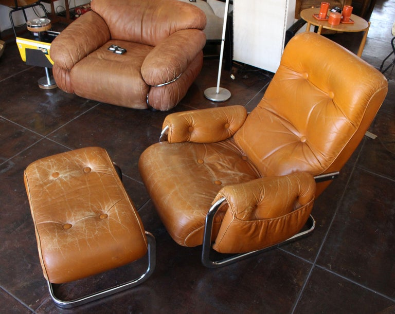 Italian Lounge Chair with the Ottoman For Sale 1