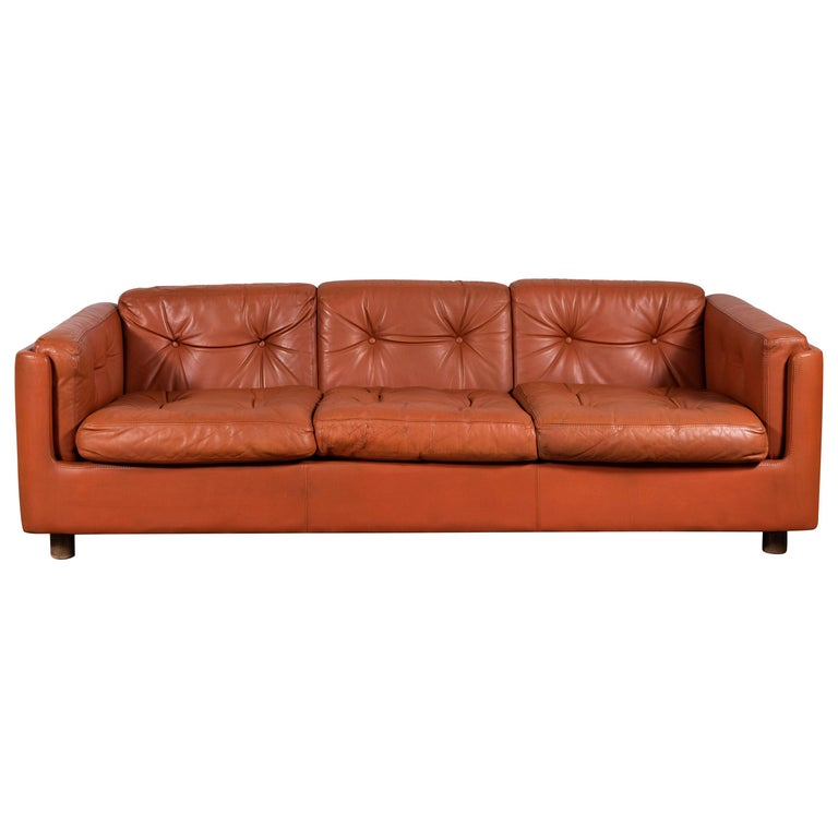 Italian Low Leather Modern Sofa with Curved Corners by Zanotta