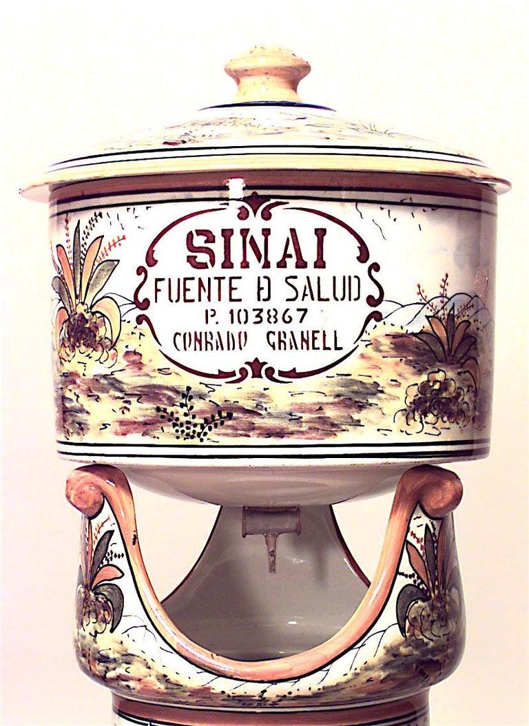 Italian Majolica water cooler on pedestal (Sinai) late 19th-20th century. (Fuente de la salud SINAI CASA)