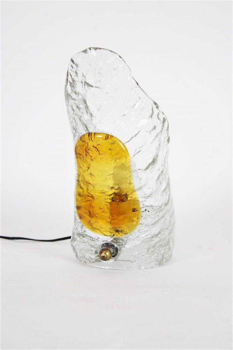 Italian Modernist Mazzega Murano Amber Clear Textured Glass Table Lamp In Excellent Condition For Sale In Barcelona, ES