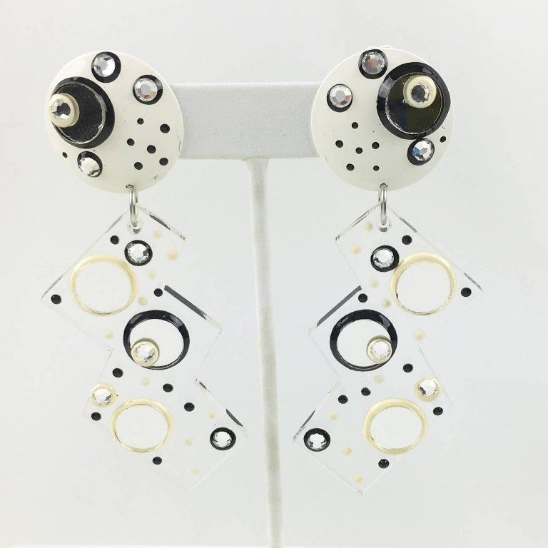 Modernist Italian Memphis Studio Style Oversized Zig Zag Lucite Clip-on Earrings For Sale