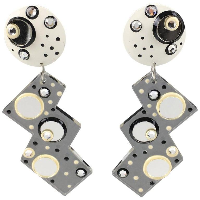 Italian Memphis Studio Style Oversized Zig Zag Lucite Clip-on Earrings For Sale