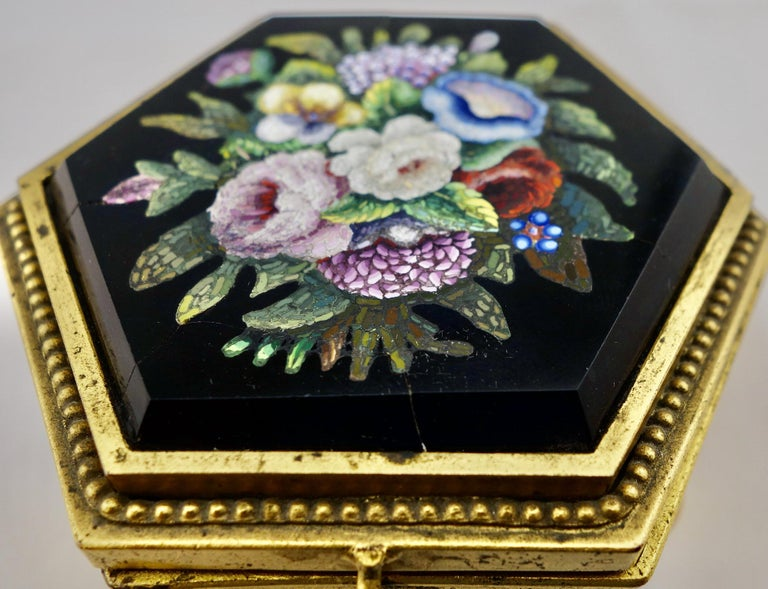 Italian Micromosaic Hexagonal Box by Roccheggiani Workshop, Rome, 1880s In Fair Condition For Sale In Gainesville, FL