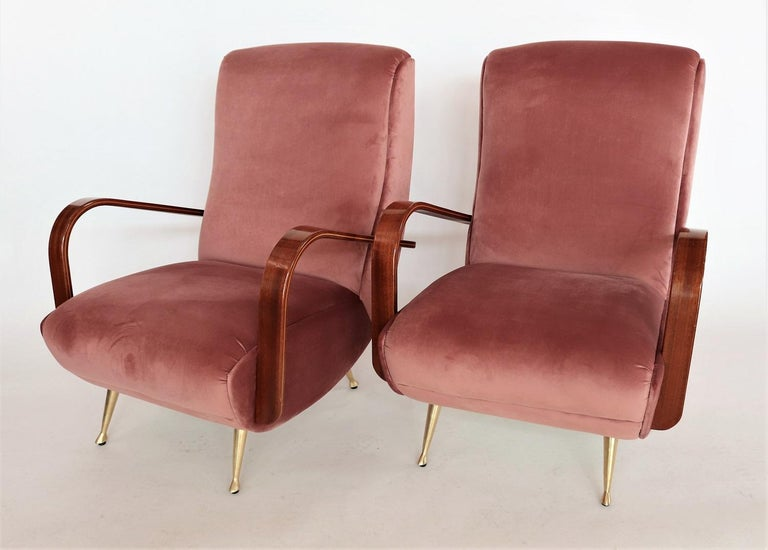 Italian Midcentury Armchairs in Mahogany, Brass and Coral Red Velvet, 1950s For Sale 5
