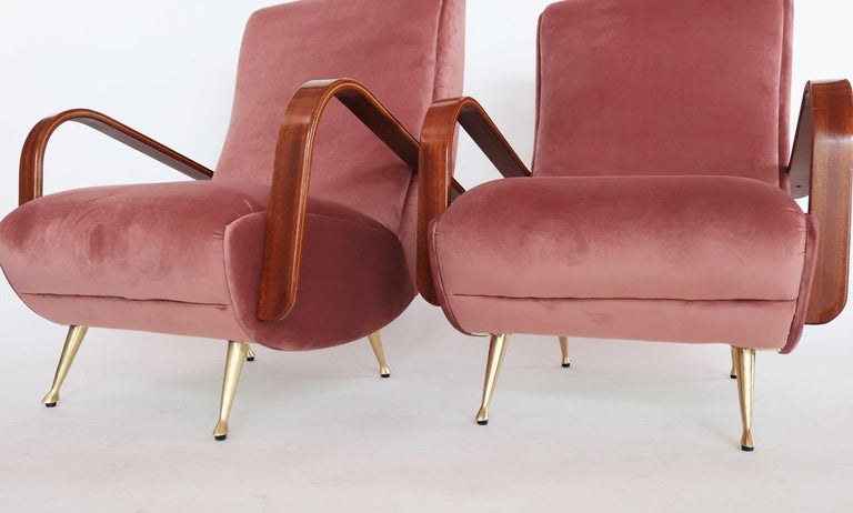 Italian Midcentury Armchairs in Mahogany, Brass and Coral Red Velvet, 1950s For Sale 6