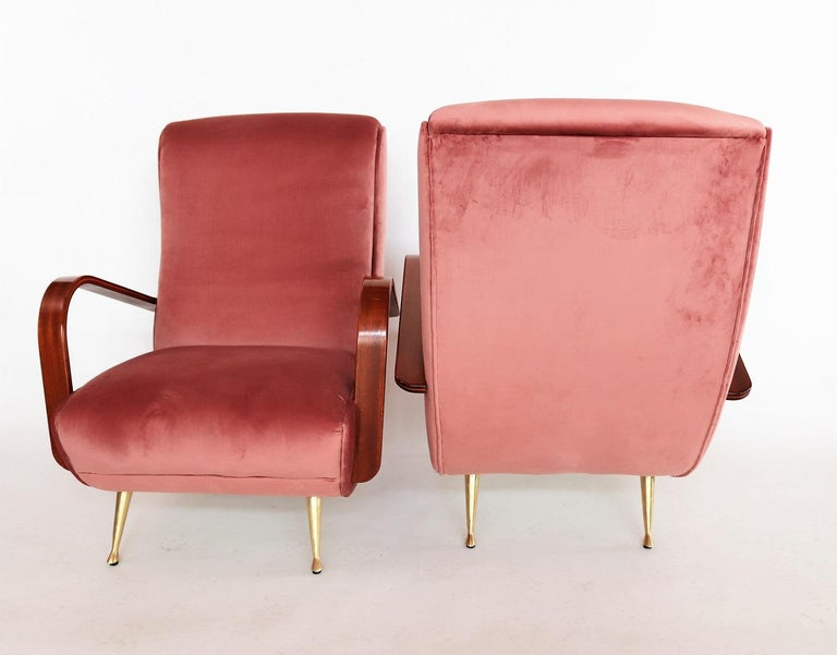 Italian Midcentury Armchairs in Mahogany, Brass and Coral Red Velvet, 1950s For Sale 15