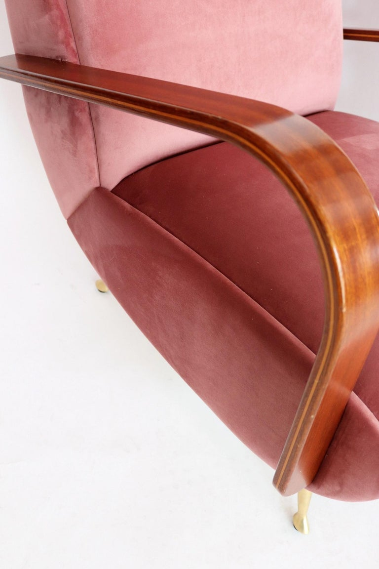 Italian Midcentury Armchairs in Mahogany, Brass and Coral Red Velvet, 1950s For Sale 4