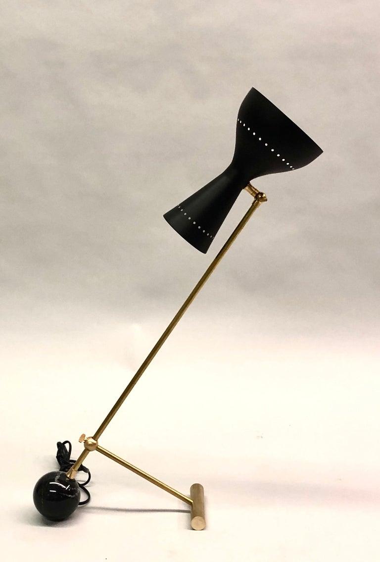 Enameled Italian Midcentury Brass Articulating and Counter-Balance Desk Lamp, Arredoluce For Sale
