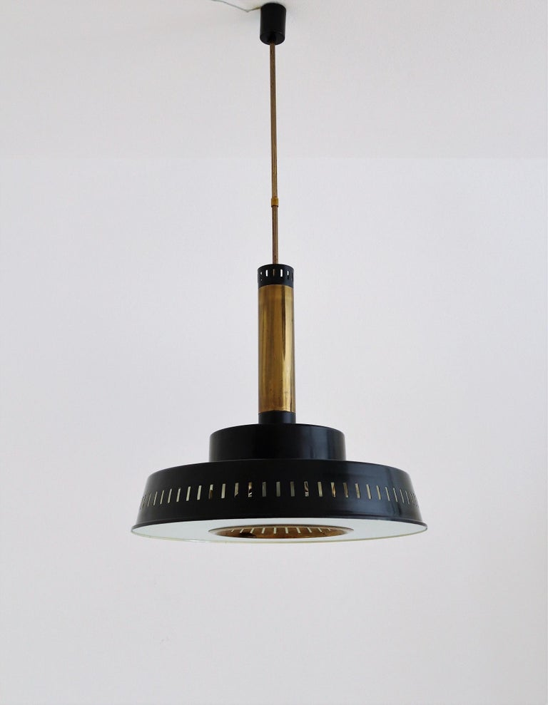 Hand-Crafted Italian Midcentury Chandelier Mod, #1157 in Brass and Glass by Stilnovo, 1950s For Sale