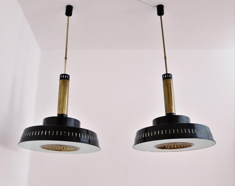 Italian Midcentury Chandelier Mod, #1157 in Brass and Glass by Stilnovo, 1950s In Good Condition For Sale In Clivio, Varese