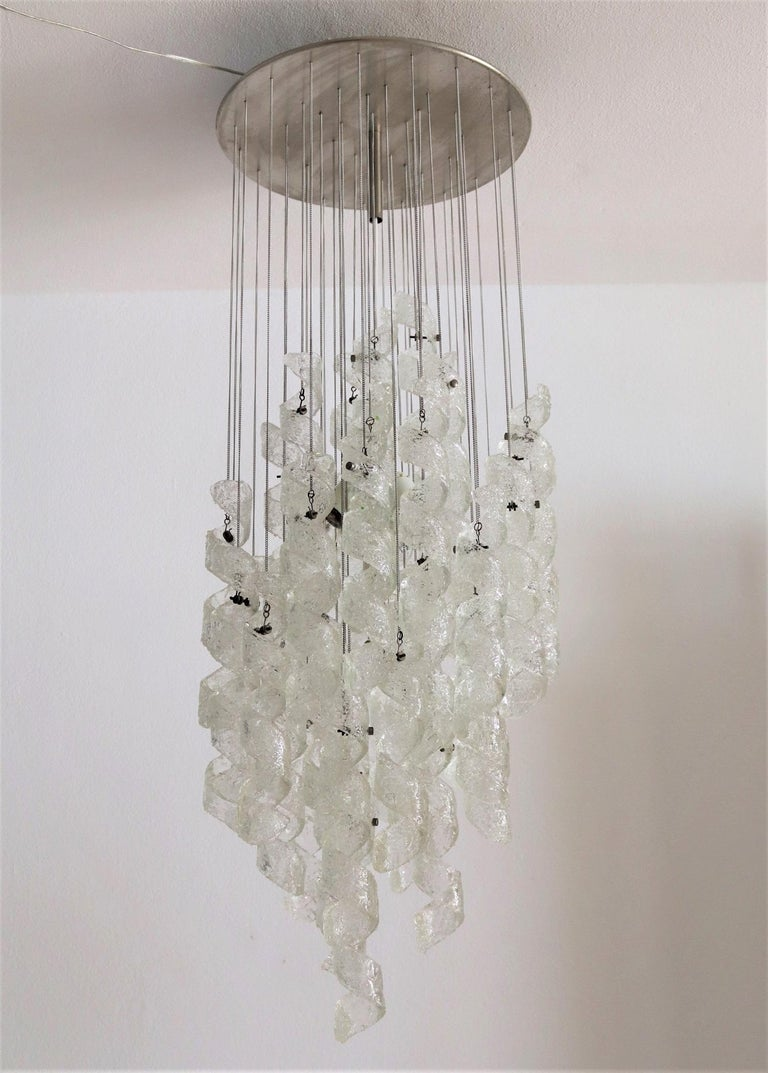 Italian Midcentury Chandelier with Curly Glasses by Zero Quattro, 1970s In Good Condition For Sale In Clivio, Varese