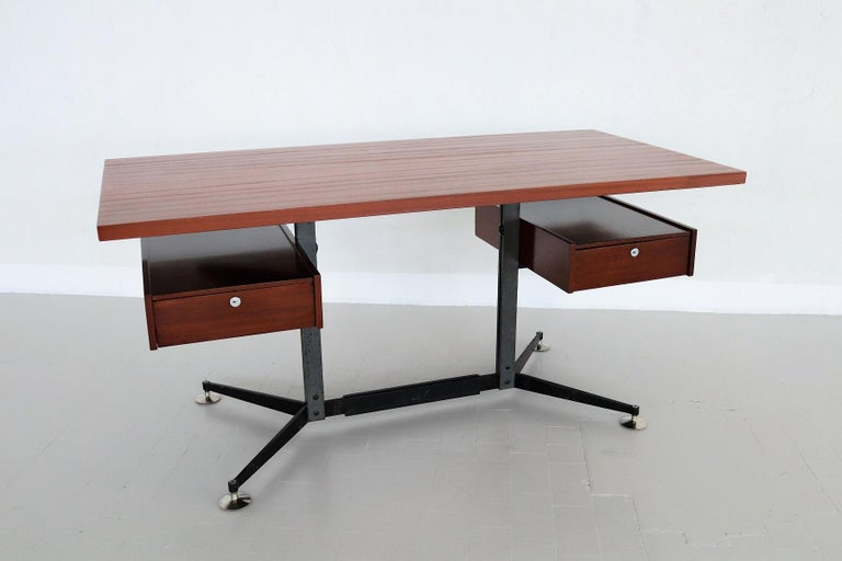 Italian Midcentury Executive Desk in Mahogany, 1960s For Sale 5