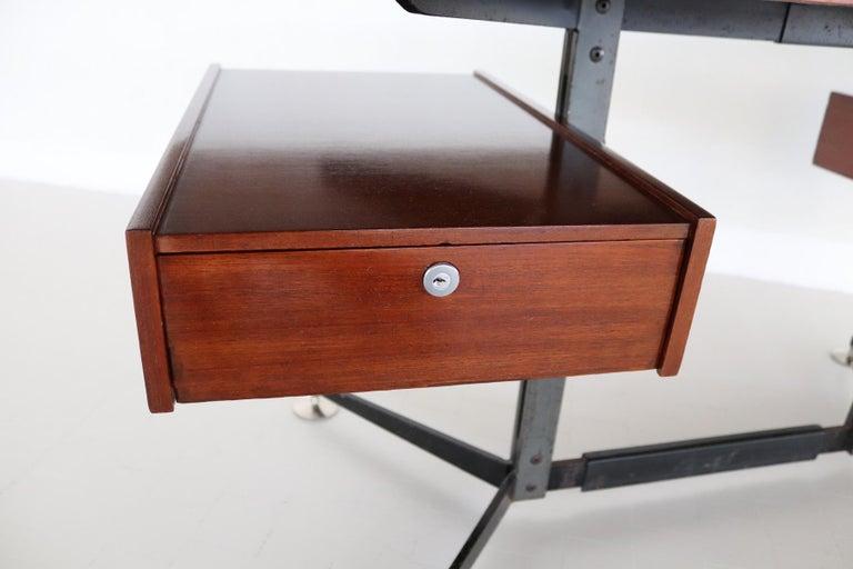 Italian Midcentury Executive Desk in Mahogany, 1960s For Sale 8