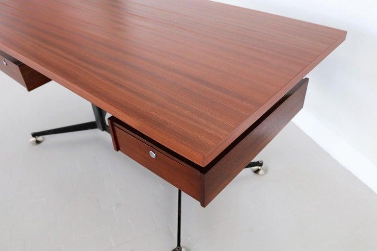 Italian Midcentury Executive Desk in Mahogany, 1960s For Sale 10