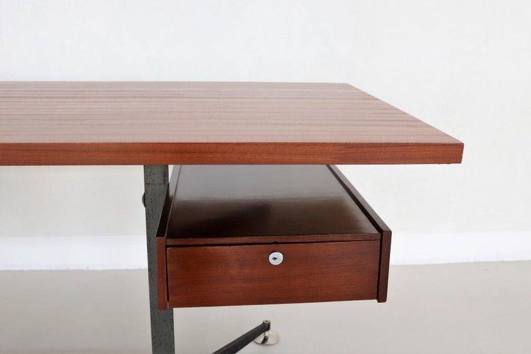 Veneer Italian Midcentury Executive Desk in Mahogany, 1960s For Sale