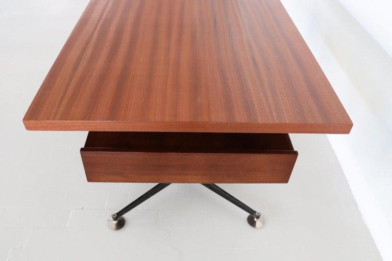 Italian Midcentury Executive Desk in Mahogany, 1960s For Sale 2