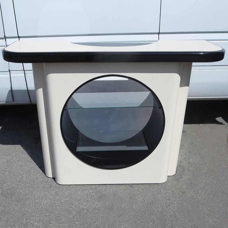 This wonderful bar is free standing, and easy to place anywhere. There is a very stylized porthole opening in the centre, with two shelves. You can access this area from the front or the rear of the bar. There are twelve bottle holders on the bar