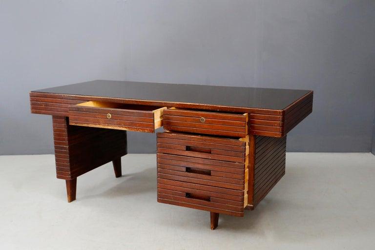 Italian Midcentury Grissinata Desk Attributed to Gio Ponti in Walnut, 1950s For Sale 5