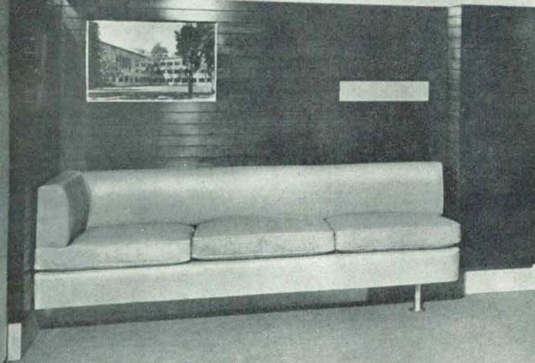 Italian Midcentury Grissinata Desk Attributed to Gio Ponti in Walnut, 1950s For Sale 8