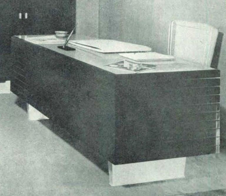 Italian Midcentury Grissinata Desk Attributed to Gio Ponti in Walnut, 1950s For Sale 10