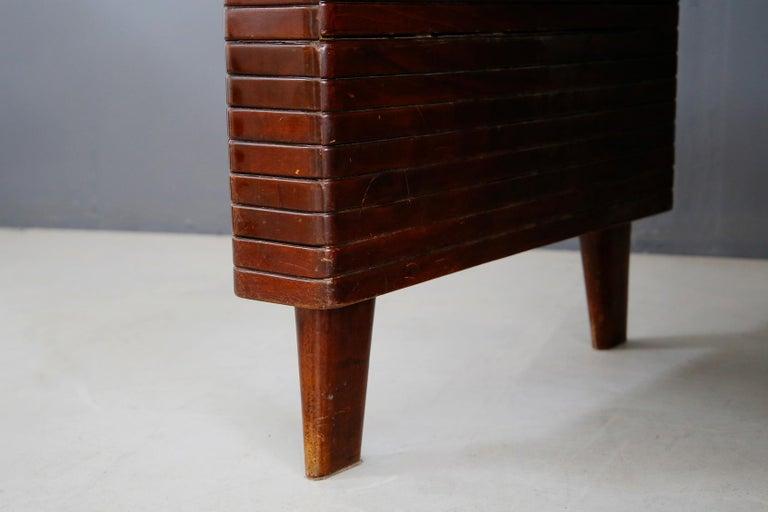 Italian Midcentury Grissinata Desk Attributed to Gio Ponti in Walnut, 1950s In Good Condition For Sale In Milano, IT