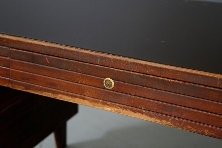 Mid-20th Century Italian Midcentury Grissinata Desk Attributed to Gio Ponti in Walnut, 1950s For Sale