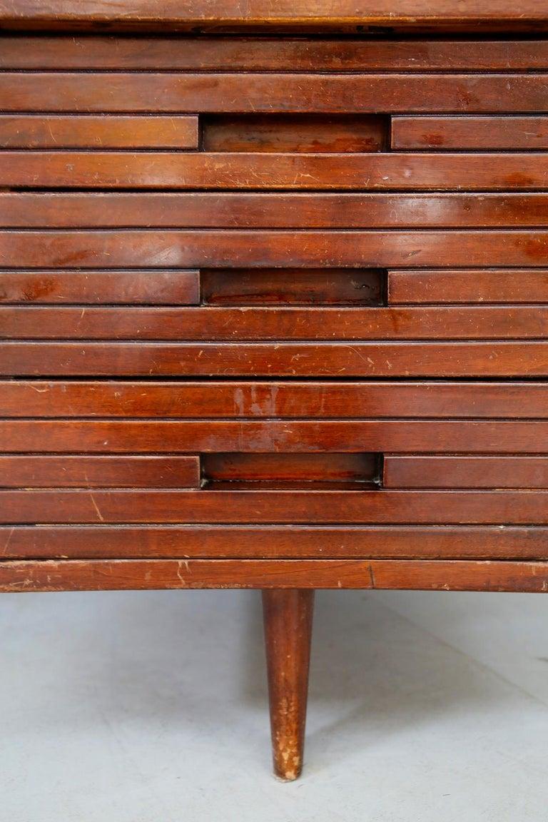 Italian Midcentury Grissinata Desk Attributed to Gio Ponti in Walnut, 1950s For Sale 3