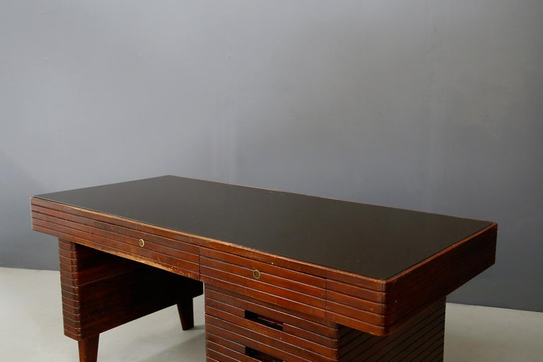 Italian Midcentury Grissinata Desk Attributed to Gio Ponti in Walnut, 1950s For Sale 4