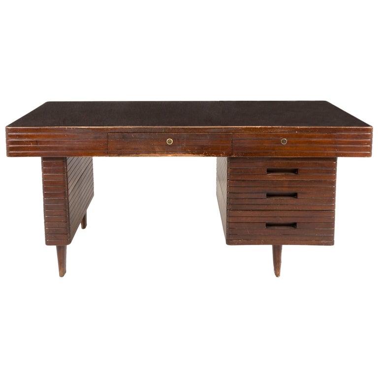 Italian Midcentury Grissinata Desk Attributed to Gio Ponti in Walnut, 1950s For Sale