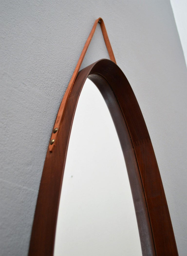 Italian Midcentury Mahogany Wall Mirror, 1950s In Good Condition For Sale In Clivio, Varese